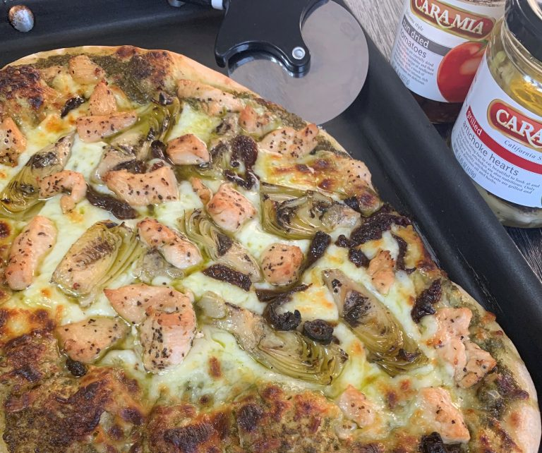 Give your weekend some flavor with this perfect artichoke and sun-dried tomato, pesto chicken pizza. We couldn't love it more! It has all our favorite things packed: artichokes, sun dried tomatoes and pesto! #STARFineFoods