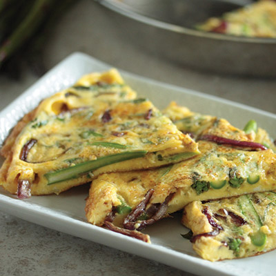 Try this fresh spring asparagus and Balsamic Glazed red onions frittata recipe, it's yummy and easy to whip up! #STARFineFoods