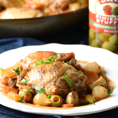 This Chicken Cacciatore recipe is a simple Italian one pot meal with chicken, mushrooms, peppers, onion, and olives, tomato, and wine sauce. #STARFineFoods