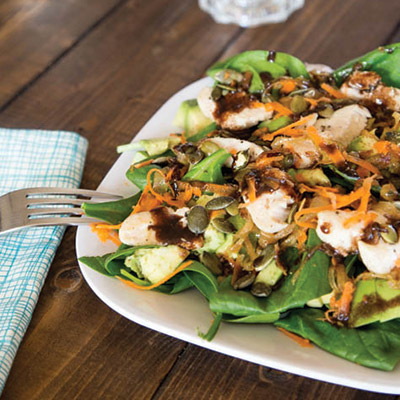 This Spinach Chicken Salad dressed with a tasty Garlic Balsamic Vinaigrette makes for the perfect light lunch! #STARFineFoods