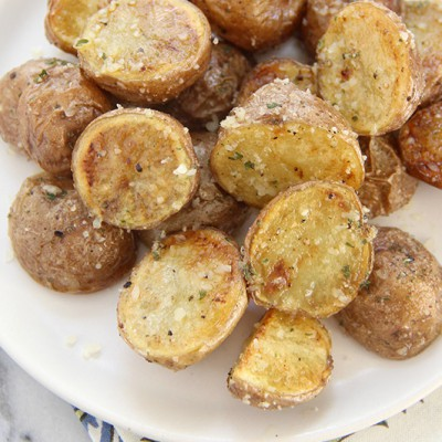 Garlic-Parmesan-Roasted-Potatoes