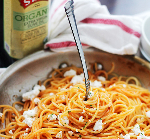 Easy, 30-minute garlic pasta recipe served with ketchup and crumbled feta cheese. #STARFineFoods