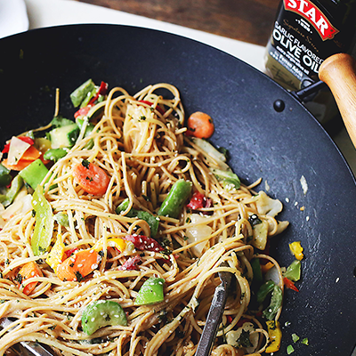 Delicious noodles and stir fried vegetables are tossed in garlic olive oil and coated in a mixture of peanut butter, soy sauce, lime juice, hot sauce and ginger. #STARFineFoods