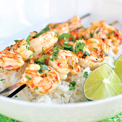 This garlic lime and shrimp skewers recipe is a marinade of garlic and lime, perfect for any day of the week. #STARFineFoods