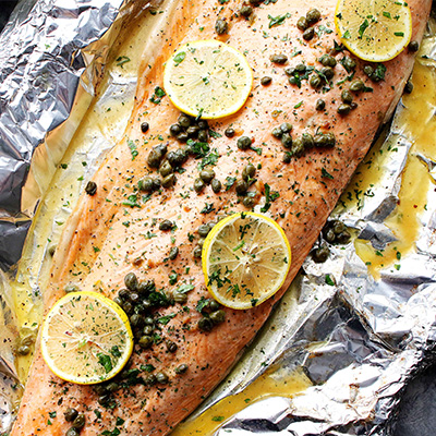 A healthy and incredibly delicious dinner with flourless piccata sauce poured over salmon and cooked in foil. #STARFineFoods