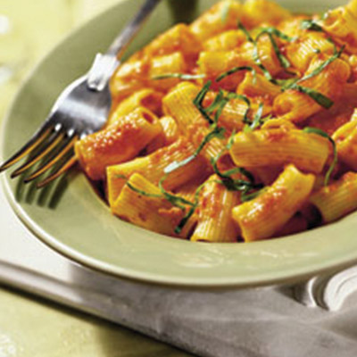 A classic Roasted Pepper Rigatoni recipe, that adds a little spice to anyone's life. #STARFineFoods