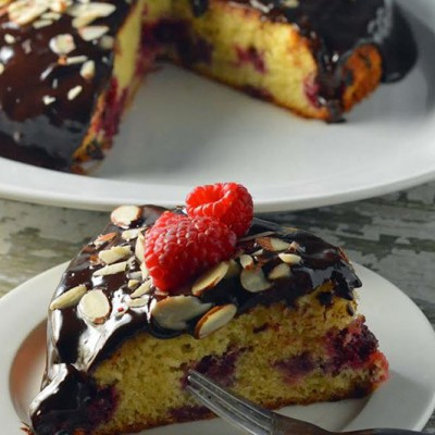 Raspberry-Almond-Cake-with-Chocolate-Ganache