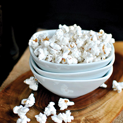Roasted-Garlic-Olive-Oil-and-Black-Pepper-Popcorn