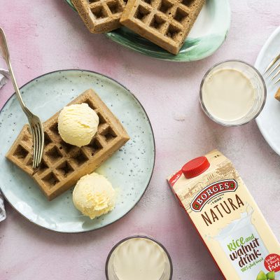 WAFFLES WITH WALNUT DRINK