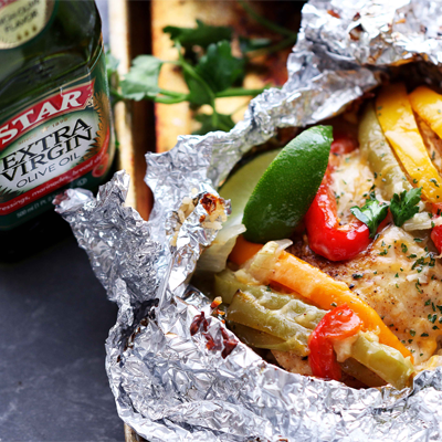 Incredibly delicious and easy to prepare fajitas recipe with chicken, peppers, onions and rice all cooked in foil packets. So good! #STARFineFoods
