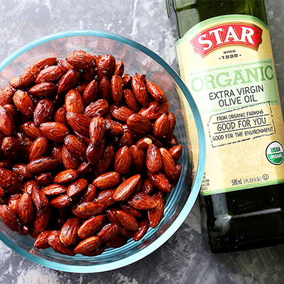 An easy recipe for festive, healthy, and delicious almonds covered in honey and a sprinkle of salt! Perfect for snacking, or even gifting! #STARFineFoods
