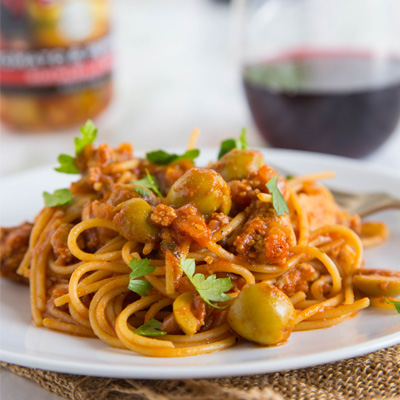 This Spanish Spaghetti with Olives recipe offers a fun twist on your classic spaghetti with meat sauce!  A quick and easy dinner the whole family will love! #STARFineFoods