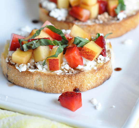 This Strawberry and Nectarine Bruschetta recipe is sweet, tangy, light, and super easy! #STARFineFoods