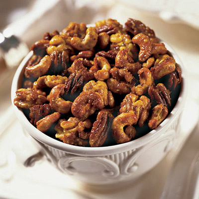 This Sweet and Spicy Mixed Nuts recipe is the perfect healthy snack for anyone on the go! #STARFineFoods